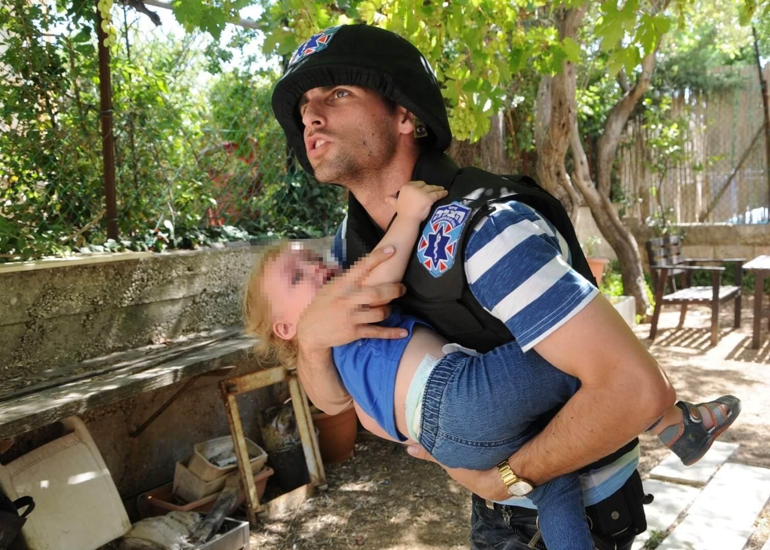 מתנדב איחוד הצלה מציל במלחמה צילום: משה אסולין